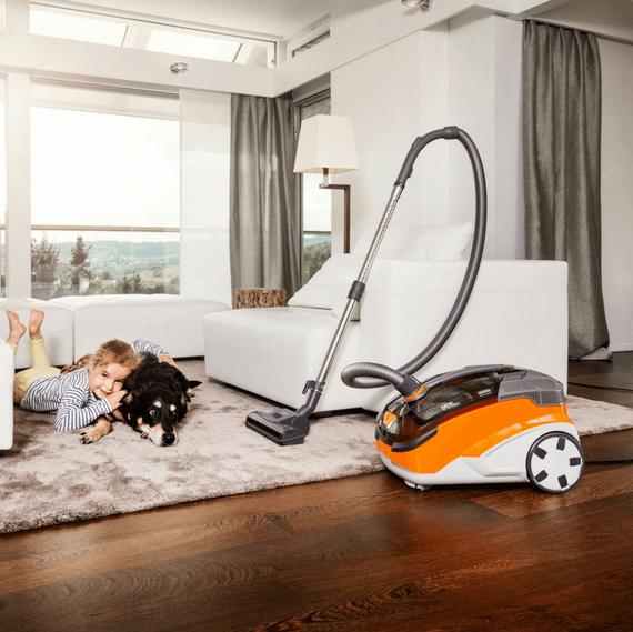 Thomas Aqua + Pet & Family stofzuiger - Woonkamer met huisdier